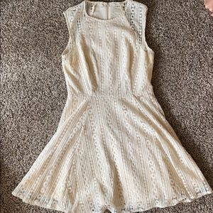 Cream Lace Patterned Formal Dress